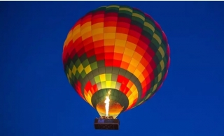 Hot Air Balloon Ride with Home Pick-Up with Breakfast and Falcon Show from Sindbad Gulf Balloons.